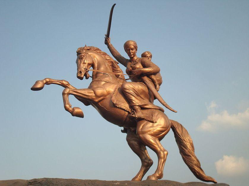 1024px-Laxmibai's_statue_in_Solapur