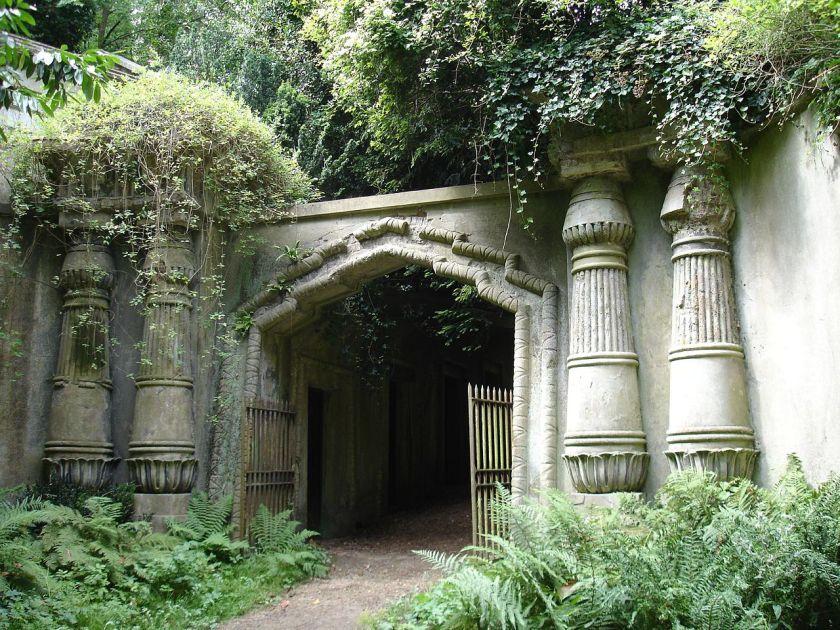 Egyptian_Avenue_Highgate_Cemetery